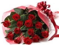 İstanbul Üsküdar anneler günü çiçek yolla  10 adet kipkirmizi güllerden buket tanzimi