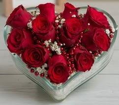 Kalp içerisinde 7 adet kırmızı gül  İstanbul Üsküdar çiçekçi telefonları
