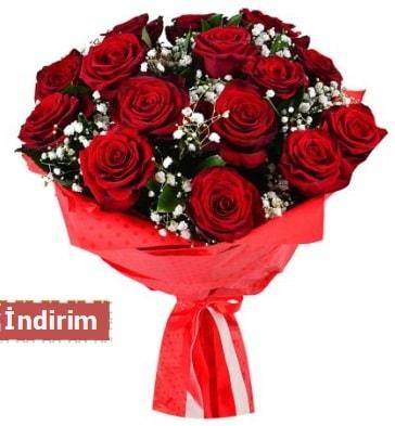 12 Adet kırmızı aşk gülleri  İstanbul Üsküdar çiçek satışı